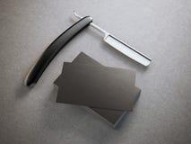 Scheermes met stapel adreskaartjes royalty-vrije stock afbeelding