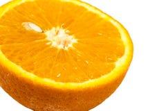 Scheibe der frischen Orange mit Samen, Abschluss oben stockfoto