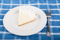 Scheibe der frischen Torte der echten Limette auf Tabelle Stockfoto