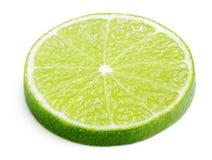 Scheibe der KalkZitrusfrucht lokalisiert auf Weiß Lizenzfreie Stockfotos