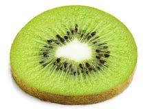 Scheibe der Kiwi lokalisiert auf Weiß Lizenzfreie Stockfotos