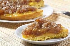 Scheibe der Kuchensahne und des marron glacé Lizenzfreie Stockfotos