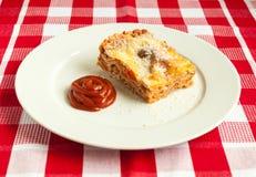 Scheibe der Lasagne Stockfoto