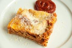 Scheibe der Lasagne Lizenzfreie Stockfotografie