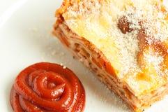 Scheibe der Lasagne Stockfotos