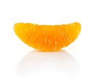 Scheibe der Mandarine auf weißem Hintergrund Lizenzfreie Stockbilder