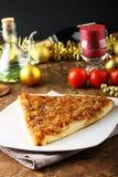 Scheibe der Pizza mit Zwiebeln Stockfoto
