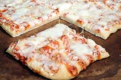 Scheibe der quadratischen Pizza Stockfotos