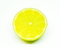 Scheibe der Zitrone auf weißem Hintergrund Stockfotografie