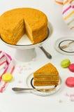 Scheibe des überlagerten Honigkuchens Stockfotografie