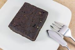 Scheibe des dunklen Schokoladenkuchens Stockfotografie