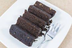 Scheibe des dunklen Schokoladenkuchens Stockbilder