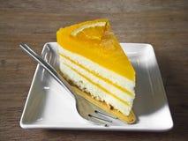 Scheibe des orange Kuchens Stockfotografie