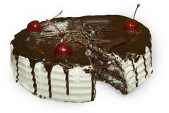 Scheibe des Schokoladensahnekuchens mit Kirsche Stockfotografie
