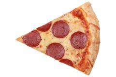 Scheibe einer Pepperoni-Pizza Lizenzfreie Stockbilder