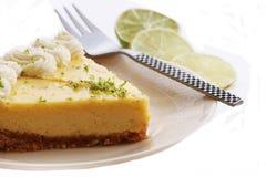 Scheibe einer Torte der echten Limette lizenzfreies stockbild