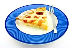 Scheibe von Apple und von Erdbeere-Torte mit einer Gabel Stockbilder