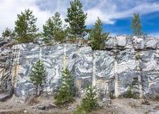 Scheibe von Marmorfelsen Beschaffenheit von Karelien Lizenzfreie Stockfotografie