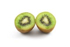 Scheibe zwei der Kiwi auf einem weißen Hintergrund Stockfotos