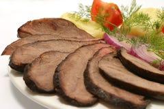 Scheibebratenrindfleischtomate und -kartoffel Stockbild