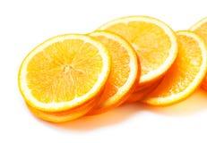 Scheiben der frischen orange Frucht lokalisiert auf weißem Hintergrundabschluß Lizenzfreie Stockbilder