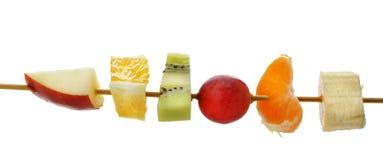 Scheiben der Frucht auf einem hölzernen Steuerknüppel stockbilder