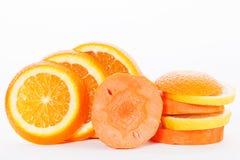 Scheiben der Orange mit Scheiben der Karotte Lizenzfreies Stockfoto