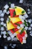 Scheiben der roten und gelben Wassermelone Stockfotos
