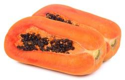 Scheiben der süßen Papaya auf weißem Hintergrund lizenzfreies stockbild