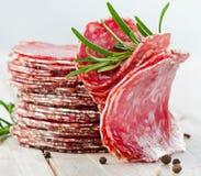 Scheiben der Salami Stockbild