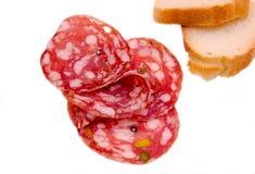 Scheiben der Salami mit Pistazien Lizenzfreie Stockfotografie