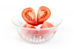 Scheiben der Tomate in Form des Herzens lizenzfreies stockbild