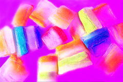 Scheiben des Eises mit wechselnden Farben Stockfotos