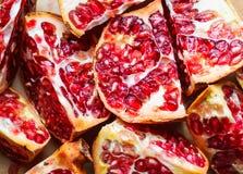 Scheiben des Granatapfels lizenzfreie stockbilder