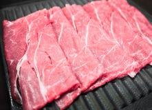 Scheiben des rohen Fleisches Stockfotos