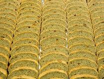 Scheiben des speziellen Brotes gemacht vom Roggenmehl und von getrocknetem Franc Stockfoto