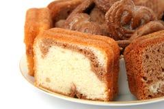 Scheiben eines Schokoladenkuchens Lizenzfreies Stockbild