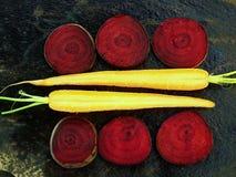 Scheiben Karotte und Rote-Bete-Wurzeln Lizenzfreies Stockfoto