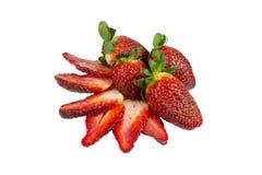 Scheiben von Erdbeeren und von ganzen Früchten Lizenzfreie Stockfotos