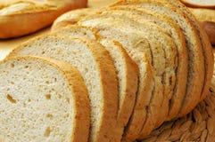 Scheiben von pan de Payes, ein rundes Brot typisch von Katalonien, Spai Lizenzfreie Stockfotos