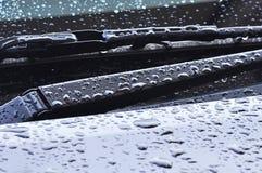 Scheibenwischer nachdem dem Regnen Stockfotografie