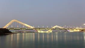 Scheich Zayed Bridge nachts, Abu Dhabi Lizenzfreie Stockfotografie