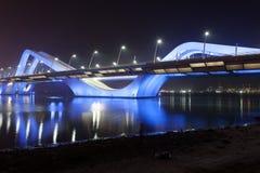 Scheich Zayed Bridge nachts, Abu Dhabi Lizenzfreies Stockfoto