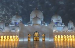Scheich Zayed Mosque an der Dämmerung Lizenzfreie Stockfotografie