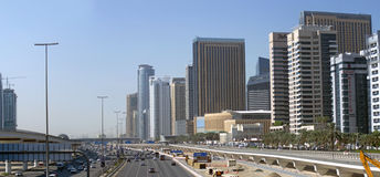 Scheich Zayed Road in Dubai Stockfotos