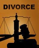 Scheidung und Hammer mit Skalen stockfotos