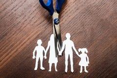 Scheidungs- und Sorgerechtscheren, die auseinander Familie schneiden lizenzfreie stockfotografie