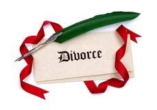 Scheidungspapiere und -Federkiel Stockfotografie