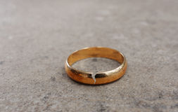 Scheidungsring lizenzfreies stockfoto