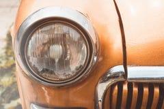 Scheinwerfer auf einem alten Auto Flache Schärfentiefe Stockbilder